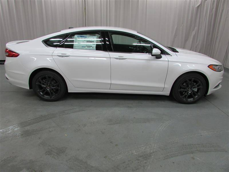 Ford Fusion Black Rims >> 2018 Ford Fusion Se 4 Door Sedan For Sale Milo Peterson Ford The